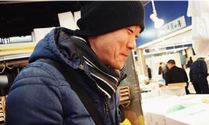 ウニの試食も。むむ、味が濃い。お、これはあっさりのあとにぐっと深みが・・・。同じ北海道でも、産地によってここまで味に違いがでるとは!